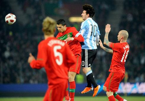 Messi một lần nữa chứng tỏ anh đang trên tài Ronaldo, ít nhất là trong các lần đối đầu trực tiếp giữa hai người. Ảnh: AFP.