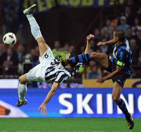 Các trận derby Italy giữa Juventus và Inter luôn có thừa sự quyết liệt.