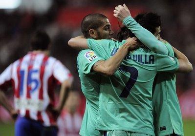 Niềm vui của Villa và đồng đội sau bàn gỡ.