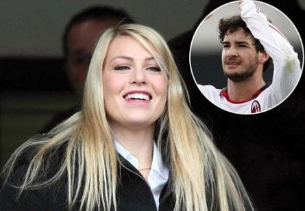 Barbara cười rạng rỡ khi Pato ghi bàn trong trận Milan thắng Chievo cuối tuần trước.