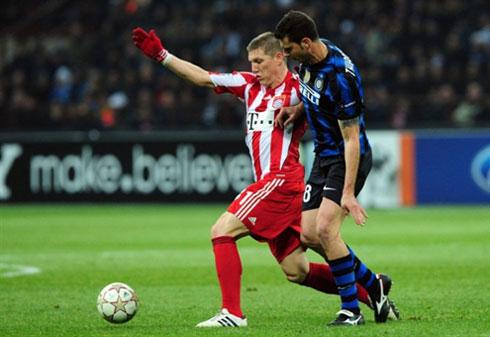 Với những đại diện ưu tú như Bayern (áo đỏ trắng), Bundesliga đã có những thăng tiến ngoạn mục và qua mặt Serie A. Ảnh:AFP.