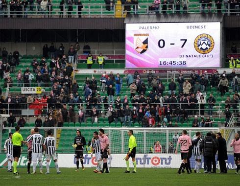 Thua 0-7 trên sân nhà là nỗi hỗ thẹn mà sẽ còn rất lâu nữa Palermo mới có thể gột rửa được.