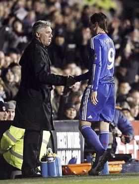 HLV Ancelotti đặt kỳ vọng vào Torres tối nay.