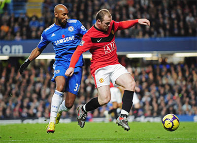 MU (áo đỏ) đang ở thế trên chân so với Chelsea.