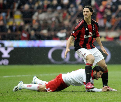 Milan là phía chịu thiệt lớn nhất khi Ibrahimovic bị kỷ luật nặng. Ảnh: AFP.