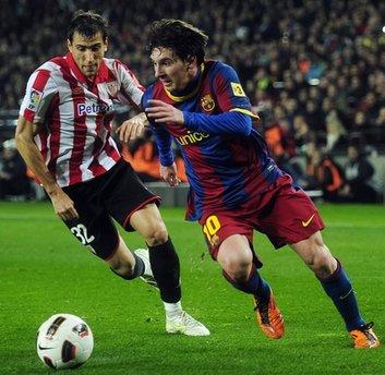 Messi trong màu áo Barca.