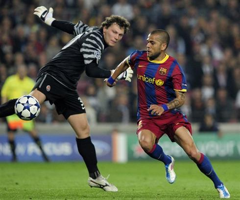 Barca thể hiện sự vượt trội về mọi mạt trước Shakhtar. Ảnh: AFP.