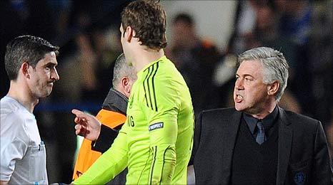 HLV Ancelotti có lý do để trách móc trọng tài.