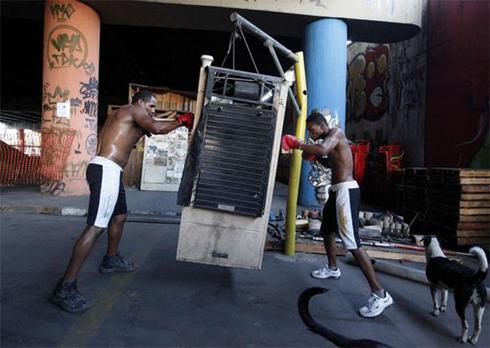 Slum-boxing-1302282000.jpg