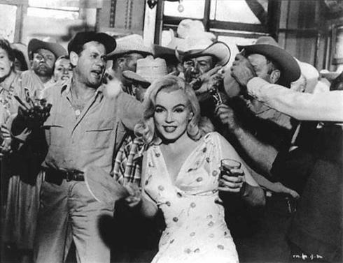 Marilyn-Monroe-1302541200.jpg