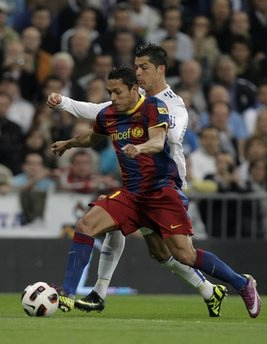 Chấn thương của Adriano sẽ gây ra chút khó khăn cho Barca.