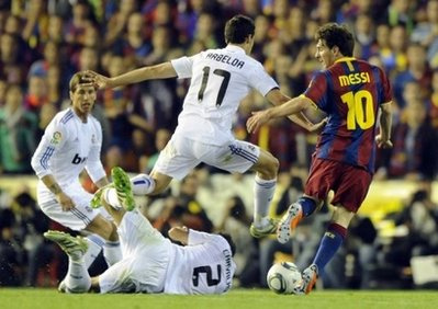 Barca đã chịu thua phong cách lăn xả và quyết liệt của Real trong trận đấu tối thứ tư.