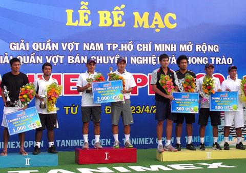 Đôi Việt Nam đoạt chức vô địch với phần thưởng 2.000 USD. Ảnh: An Nhơn.