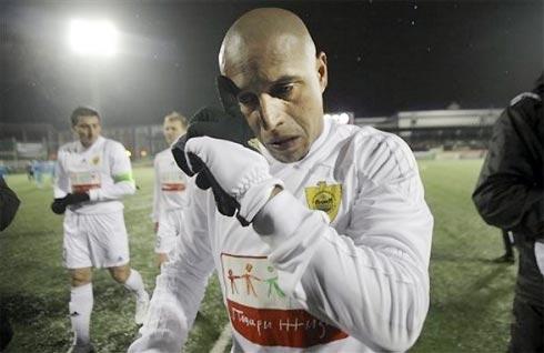 Carlos là ngôi sao bóng đá ngoại quốc tầm cỡ thế giới đầu tiên đến chơi bóng ở giải vô địch Nga.