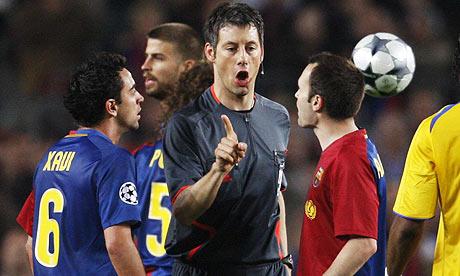 Trọng tài Stark điều khiển trận bán kết lượt đi Champions League 3 năm trước giữa Barca và Chelsea.