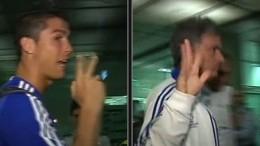 Ronaldo và Mourinho tại sân bay ở Barcelona.