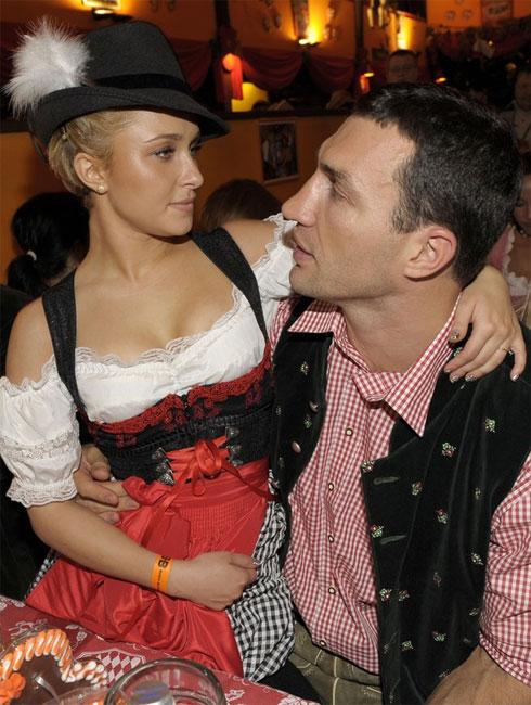 Chàng và nàng tình tứ trong dịp Lễ hội bia Đức Oktoberfest 2010.