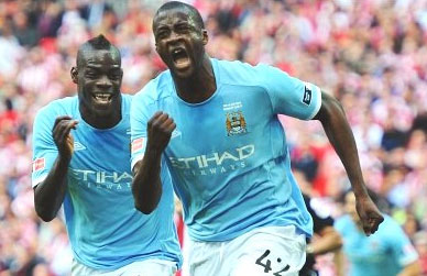 Toure xứng đáng là người hùng của Man City khi ghi bàn trong cả trận bán kết lẫn chung kết.