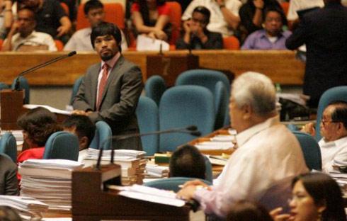 Pacquiao bảo vệ quan điểm của anh trước Quốc hội Philippines. Ảnh: AFP.