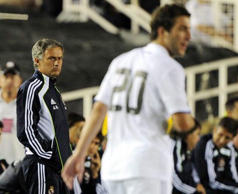 Ngoài ý nghĩa chuyên môn, các chuyến du đấu mùa hè còn giúp Real Madrid kiếm bộn tiền từ thù lao thi đấu, tiếp thị và tài trợ. Ảnh: AFP.