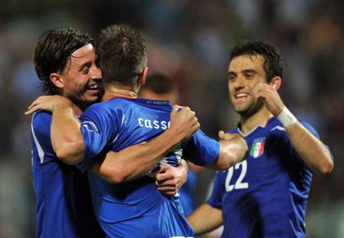 Montolivo (trái), Cassano và Rossi (phải) là những hy vọng mới, trẻ trung của bóng đá Italy, sau thế hệ già nua thất bại ở World Cup 2010. Ảnh: AFP.