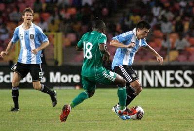 Trận đấu diễn ra trên sân vận động quốc gia của Nigeria.