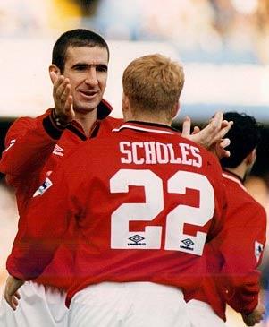 Cantona và Scholes từng có thời gian thi đấu cạnh nhau.