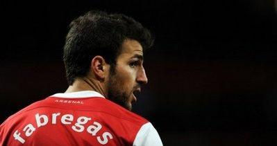 Fabregas dù muốn dù không vẫn tỏ ra nặng tình với Arsenal.