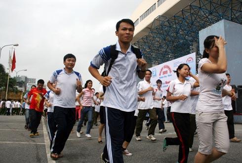 Đông đảo quần chúng nhân dân tham gia lễ phát động giải chạy báo Hà Nội Mới. Ảnh: Minh Phương.