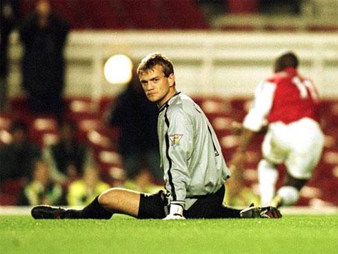 Carroll, 33 tuổi và đang thất nghiệp sau khi chia tay CLB Đan Mạch OB, từng chịu đủ mọi đắng cay ở MU thời hậu Schmeichel.
