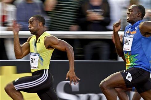 Gay (áo vàng) từng ấp ủ hy vọng sẽ phế ngôi Bolt ở Deagu. Ảnh: AFP.
