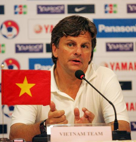 HLV Falko Goetz cho biết chiến thắng giúp cầu thủ Việt Nam tự tin để đương đầu với các đội bóng mạnh sắp tới. Ảnh: An Nhơn.