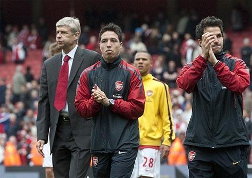 Wenger đối mặt với cả núi khó khăn khi không thể giữ chân Fabregas.