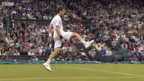 Murray đã hơn một lần thực hiện thành công kiểu đánh bóng ngẫu hứng tương tự. Nạn nhân trước đó của anh là tay vợt Pháp, Jo-Wilfried Tsonga.