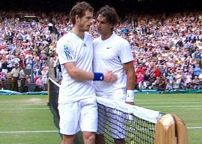 Nadal (phải) một lần nữa làm Murray buồn lòng.