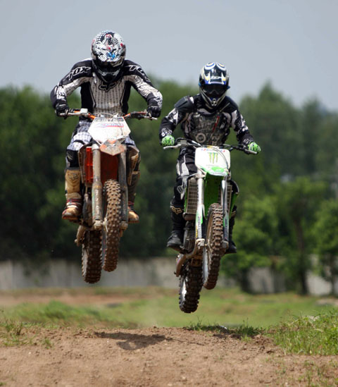 Đây là lần đầu tiên giải đua môtô địa hình được tổ chức tại Việt Nam. Ảnh: An Nhơn.