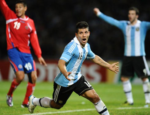 Aguero không phụ lòng tin của HLV Batista, khi tỏa sáng ngay trận đầu được đá chính. Cộng với bàn gỡ hòa 1-1 trước Boliva, anh đã có ba bàn tại Copa America 2011. Ảnh: AFP.