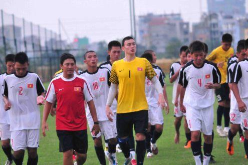 Văn Lâm tập luyện cùng đồng đội.