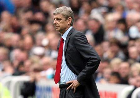 Arsenal đã có một trận ra quân không quá tệ về kết quả, nhưng HLV Wenger tất nhiên không thể để đội bóng của ông chỉ chơi có vậy.