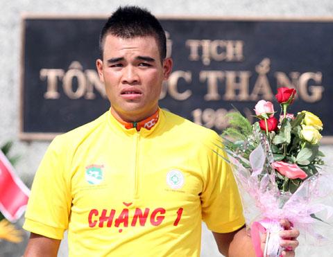 Trịnh Đức Tâm bị ban tổ chức tước áo vàng vì cho rằng không đủ điều kiện thi đấu cho ADC Truyền hình Vĩnh Long. Ảnh: Quang Liêm.