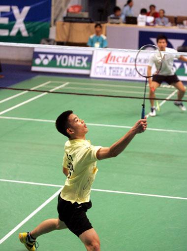 Các tay vợt nước ngoài chơi lấn án trước các vận động viên chủ nhà ở vòng đấu loại. Ảnh: An Nhơn.