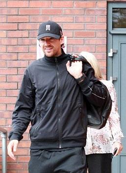 Hargreaves rời nơi kiểm tra y tế của Man City hôm qua.