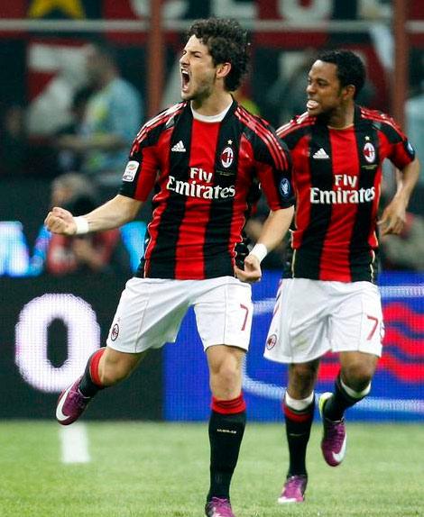 Cặp tiền đạo người Brazil, Pato và Robinho của Milan.