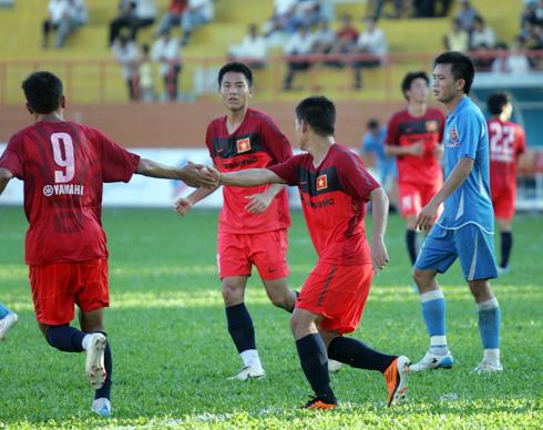 Niềm vui của cầu thủ U23 Việt Nam khi Đình Tùng sút thành công quả phạt đền, gỡ hòa 1-1. Ảnh: An Nhơn.