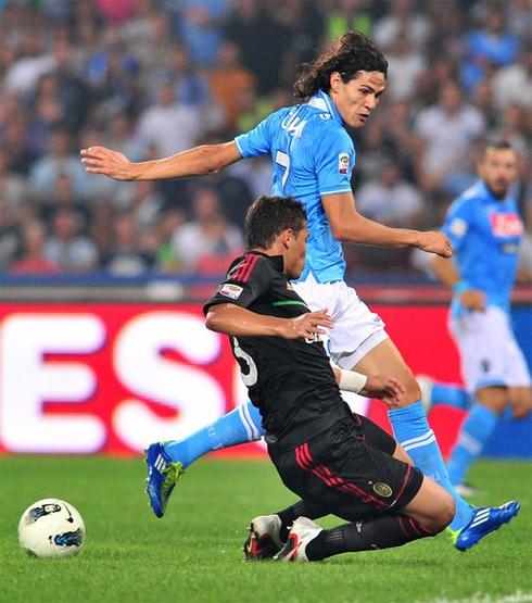 Cavani là hiện thân cho khát vọng và sự bùng nổ của Napoli. Ảnh: AFP.