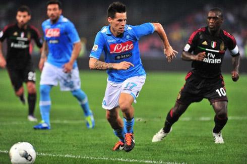 Chiến thắng trước Milan có thể là bước ngoặt giúp Napoli rủ bỏ sự tự ti, rụt rè từng khiến họ thất bại khi đối đầu với các đối thủ lớn mùa trước. Ảnh: AFP.