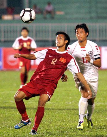 U23 Việt Nam (đỏ) đã có nhiều cơ hội tốt, nhưng chưa có bàn thắng. Ảnh: An Nhơn.