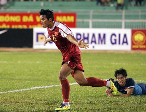 Tiền đạo Tuấn Anh ăn mừng bàn quân bình 1-1 cho U23 VN. Ảnh: An Nhơn.