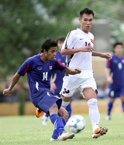 Thái Lan (xanh) trả nợ U21 Việt Nam khi thắng 2-1. Ảnh: Hùng Kha.