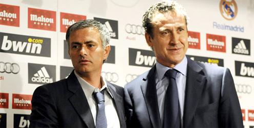 Valdano (phải) và HLV Mourinho của Real năm 2010.